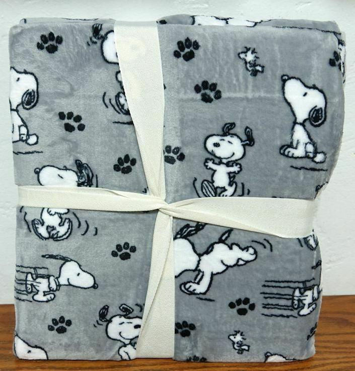 "Berkshire Snoopy Paw Prints Blanket 60""x90"""