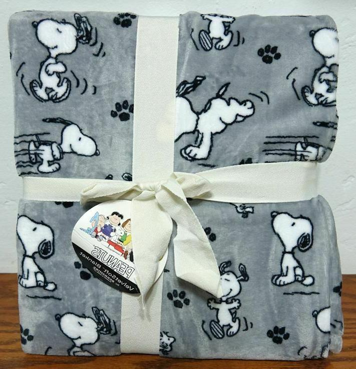 peanuts snoopy paw prints twin blanket 60